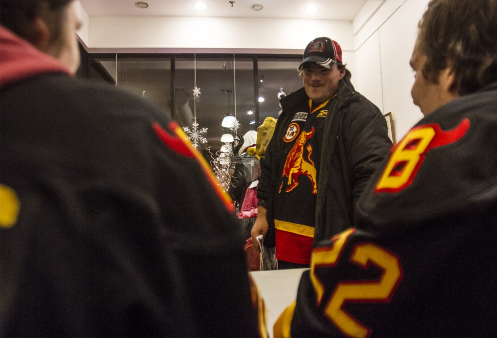 BELLEVILLE- Quinte Arts Council gallery was one of the many locations particpating in the Belleville Bulls meet and greet downtown. Fans came out to get autographs and pictures with players. Photo by Julia Karpiuk.