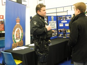 An officer talks to students about working for the Belleville Police. Photo by Katy Burley