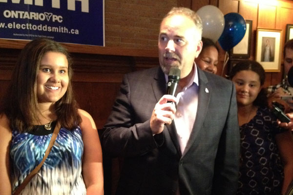 Todd Smith speaks to the media after his victory, flanked by his daughters, Payton (left) and Reagan (right).