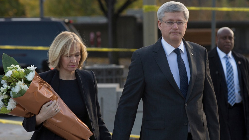 Prime Minister Stephen Harper and his wife Laureen arrive at the National War Memorial to lay flowers in honour of Corporal Nathan Cirillo.