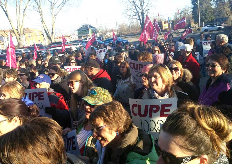 Over 200 CUPE members and their supporters rallied outside of the school board's Tuesday meeting in Belleville. Photo by Emma Persaud, QNet News.