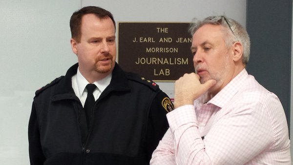 Inspector Chris Barry and journalism professor Andy Clarke. Photo by Agnes Finkle, QNet News