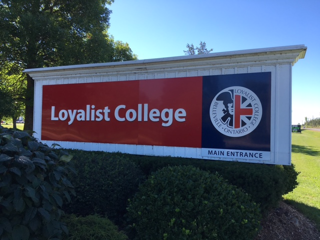 Loyalist sign
